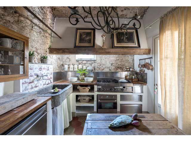 In cucina invece le cementine colorate di recupero - Cementine cucina ...