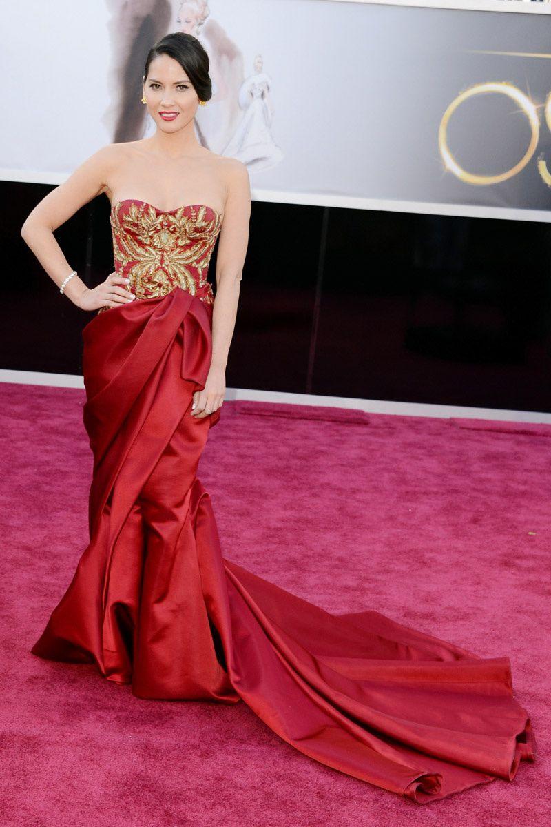 La alfombra roja de los Oscar 2013 | Olivia munn, Oscars y Rojo