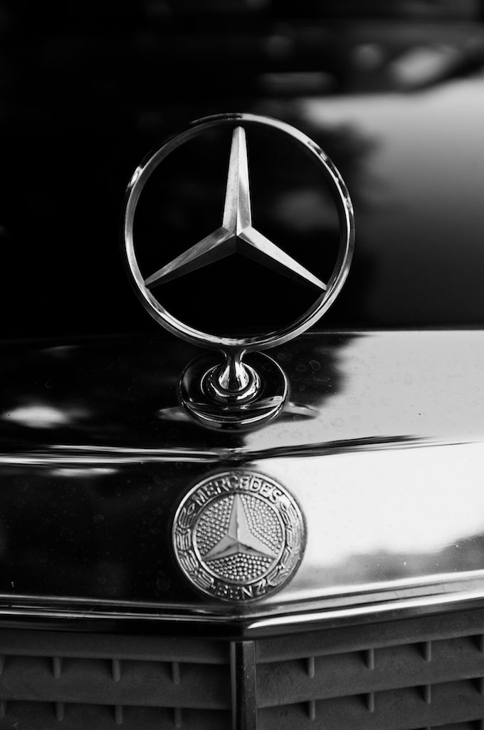 Mercedes benz logo bage emblem star w 123 for Mercedes benz insignia