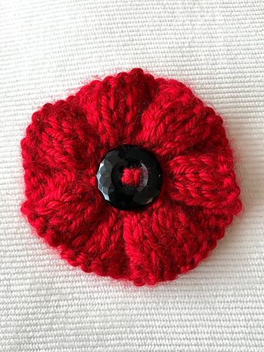Ravelry: Ribbed Knit Poppy Brooch pattern by Mareena ...