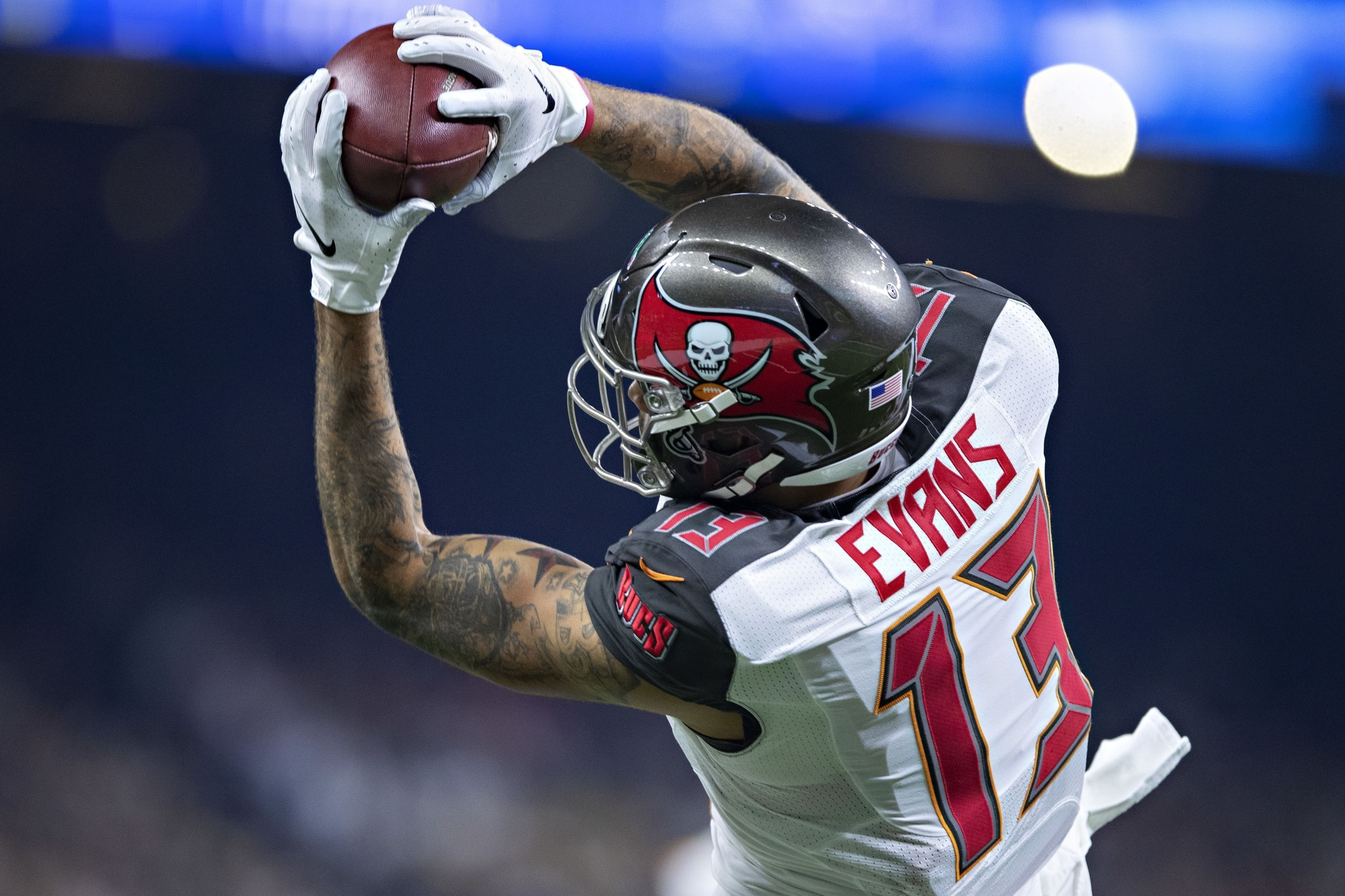 Fresh Mike Evans Wallpaper In 2020 Mike Evans Football League National Football League