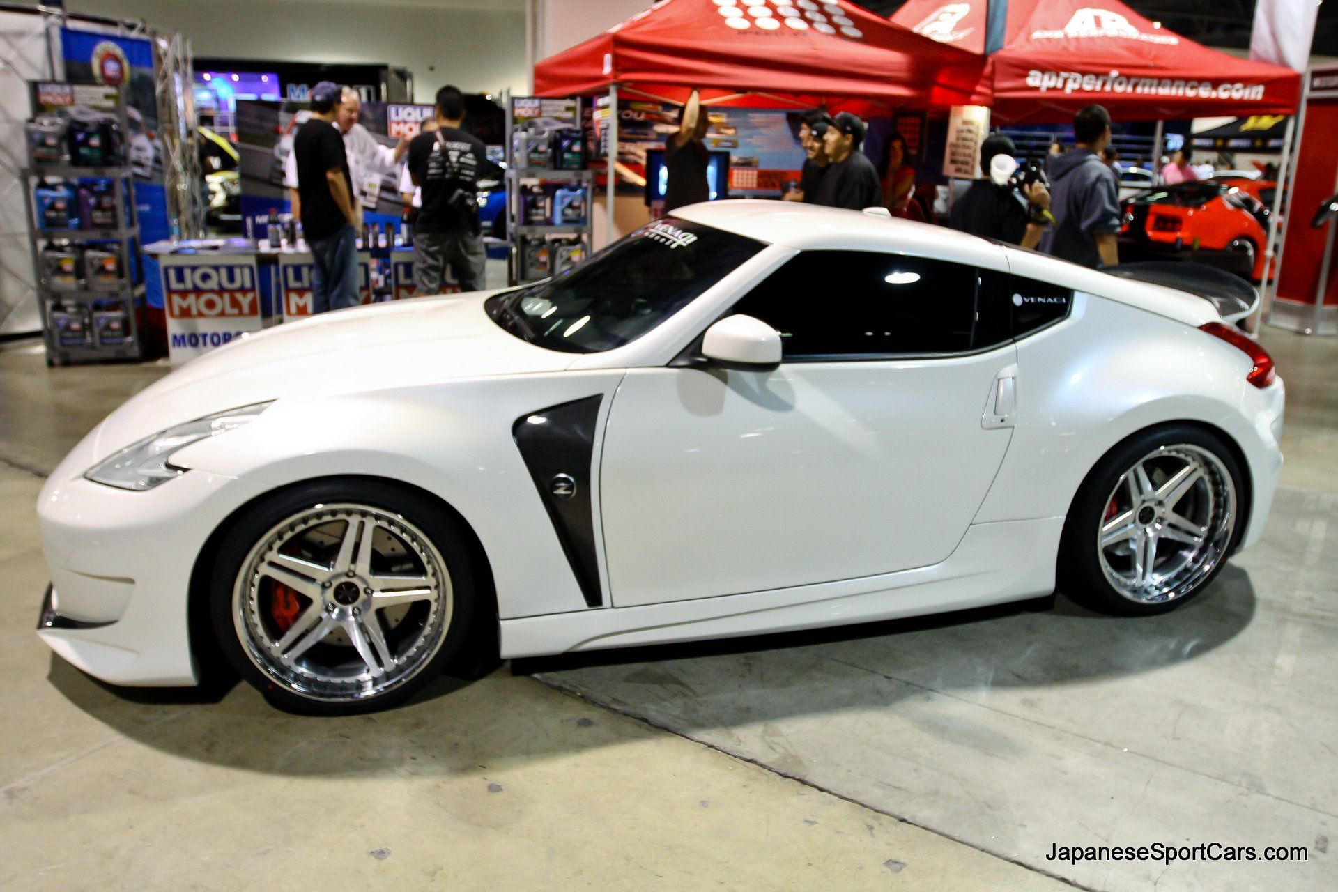 Picture of custom nissan 370z with amuse vestito body kit and venaci wheels