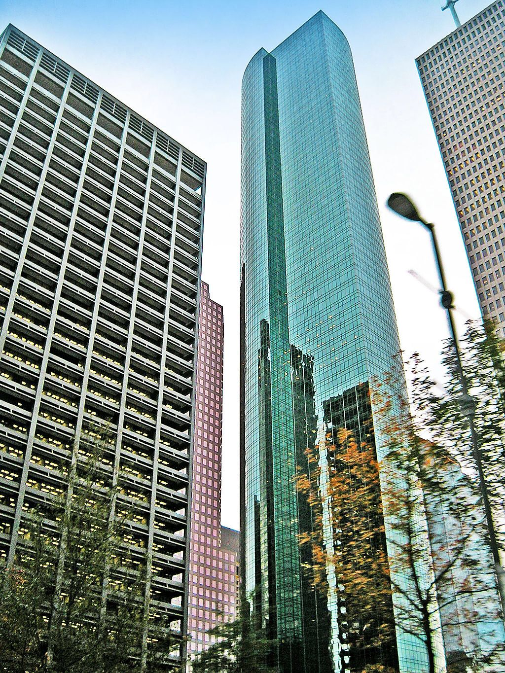 wells fargo plaza 302 m houston usa skyscrapers pinterest