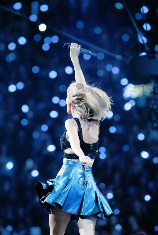 Taylor Swift | Taylor swift concert, Taylor swift pictures ...