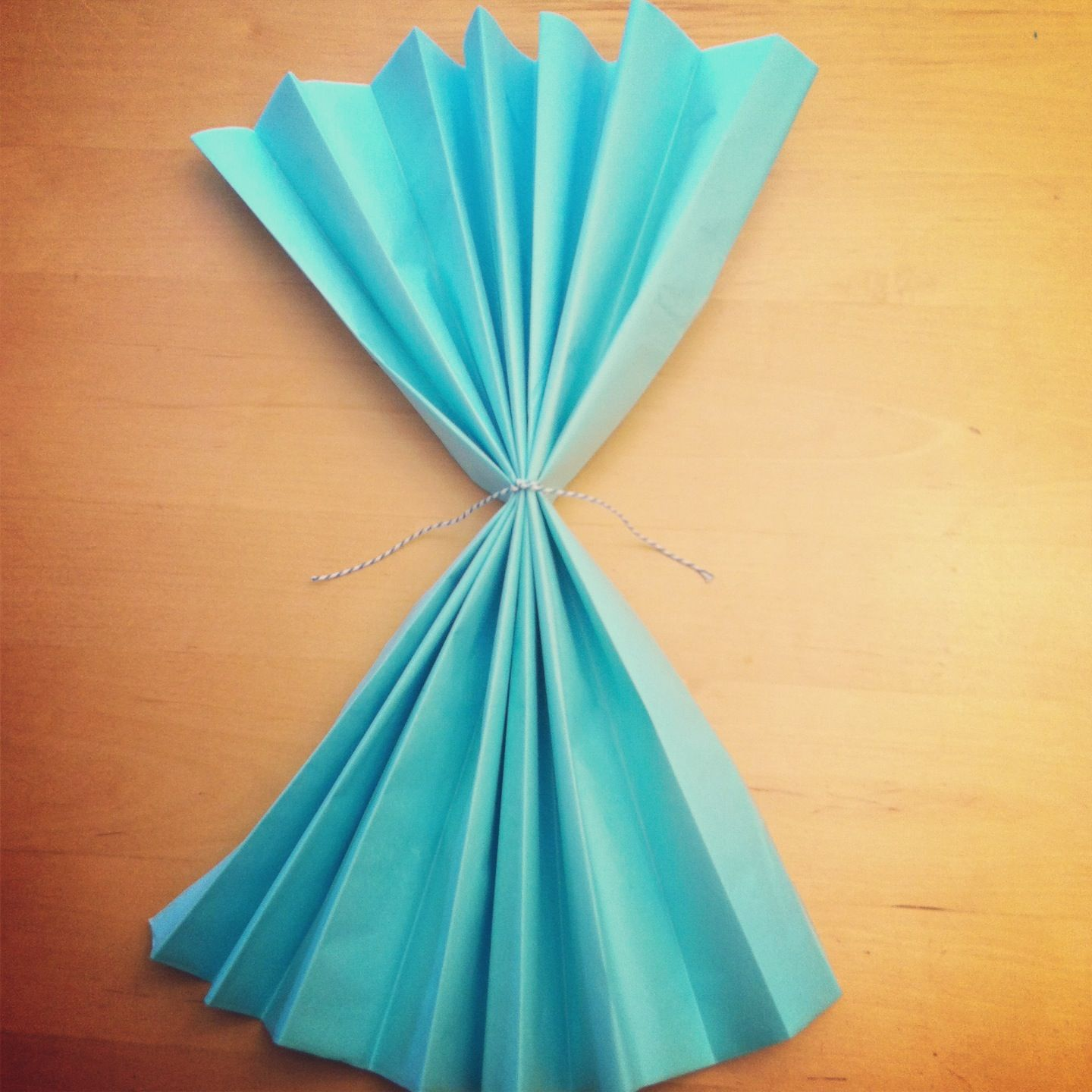 Tutorial how to make diy giant tissue paper flowers tissue paper diy giant tissue paper flowers tutorial 2 for 100 make beautiful birthday party decorations step 4 mightylinksfo