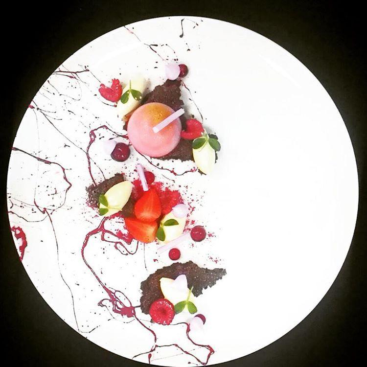 """Strawberry Panna Cotta | Dark Chocolate Financier | Lychee Cremeux | Raspberry Fluid Plated by our team young talent @ucokgultom #ritzcarlton #finedining…"""