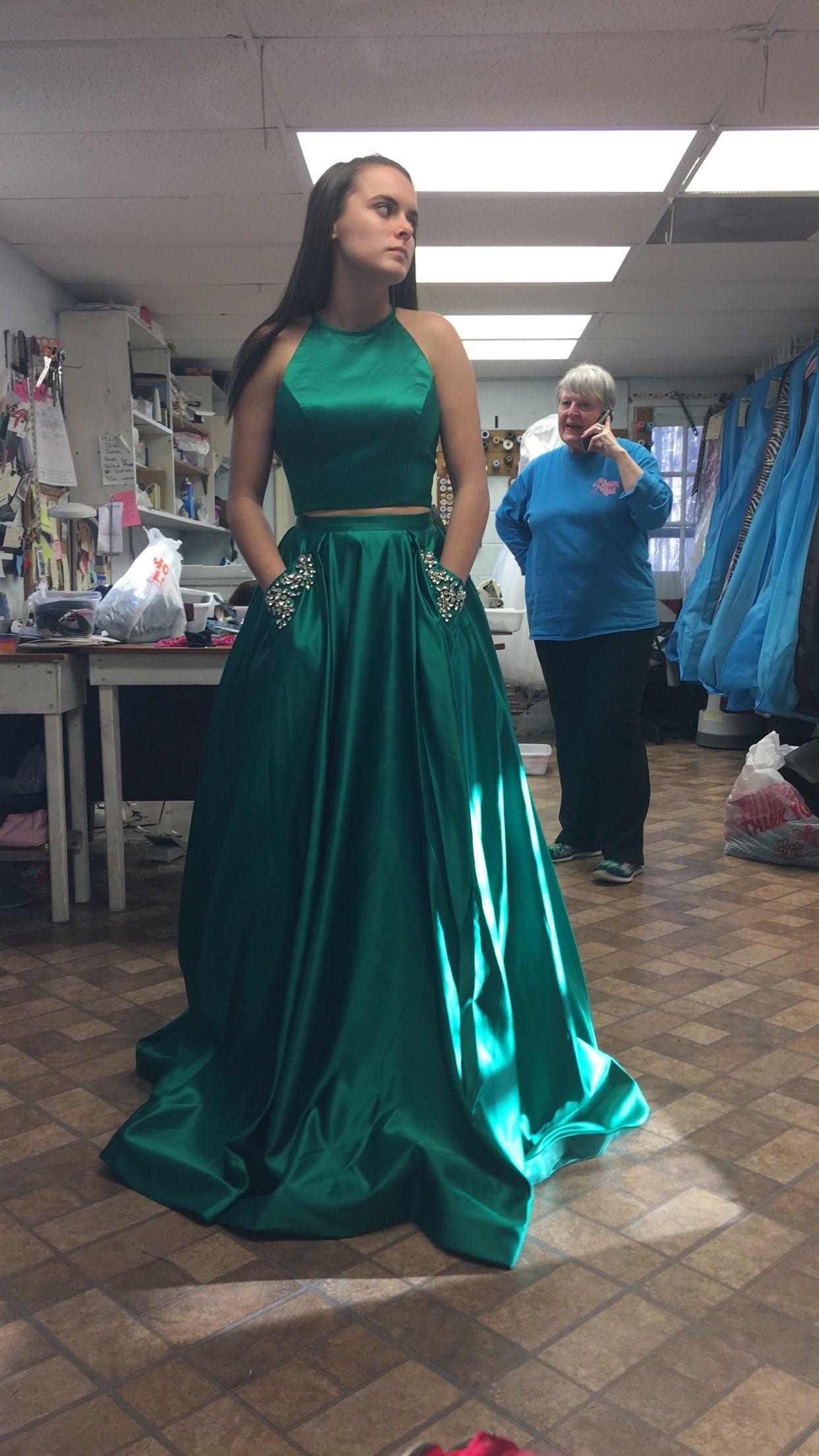 762d435cee Gorgeous Emerald Green Sherri Hill prom dress with diamond pockets ...