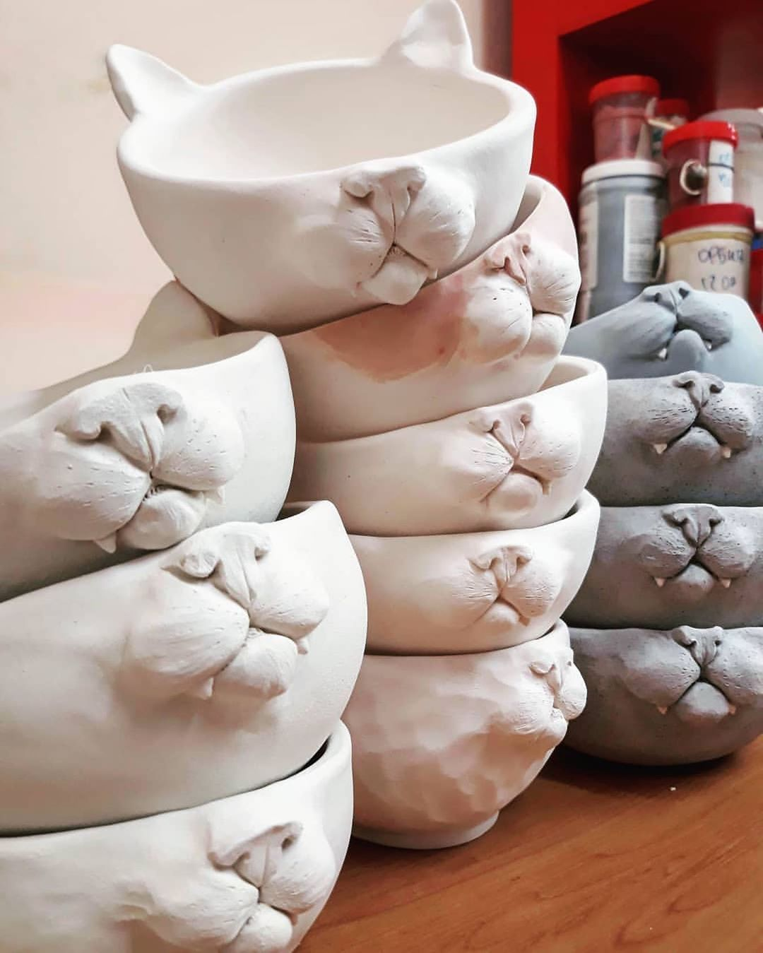 "Pottery Scout on Instagram: ""Lovely bowls by @sonrazuma_ceramics 💫 . . . . . . . . . . #bowls #ceramicbowls #cat #potterylife #potteryworks #ceramicglaze #керамист…"""