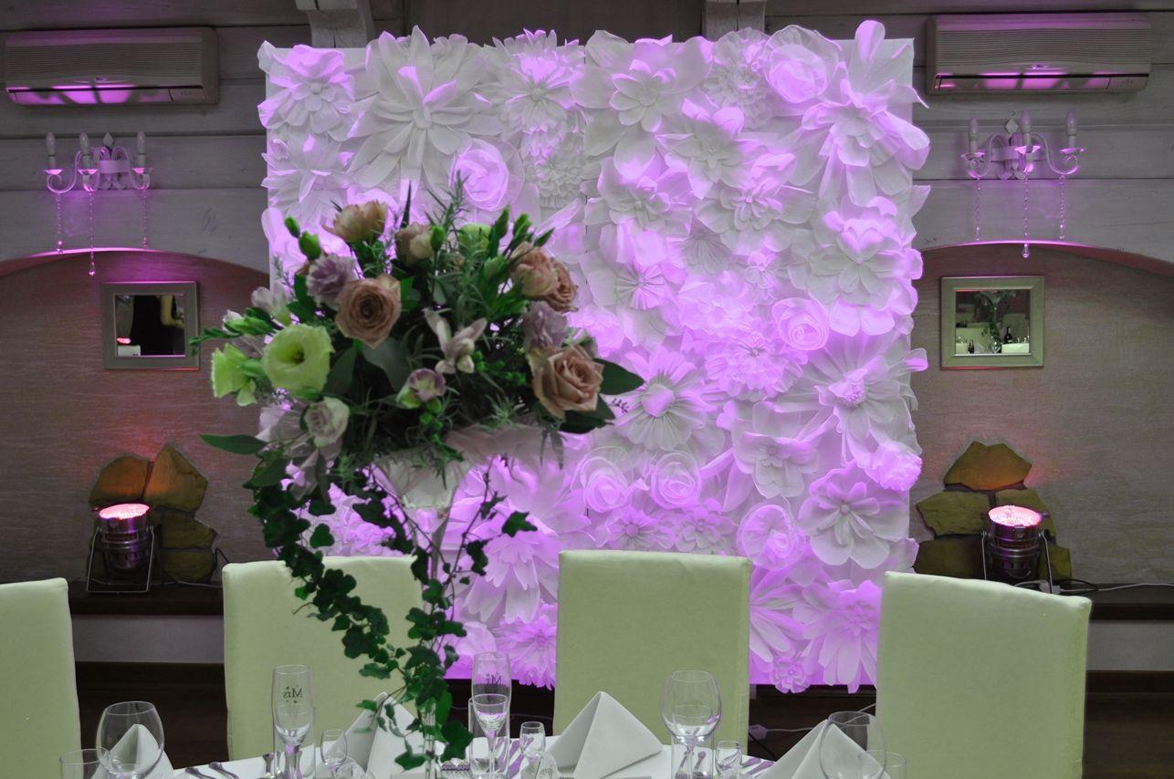 Dekoracja sali weselnej Dwór Anna Jakubowice Końskie www.fabrykaslubu.pl (ścianka z kwiatów)