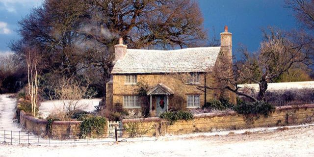 These Cozy English Cottages Look Just Like The Home From Holiday