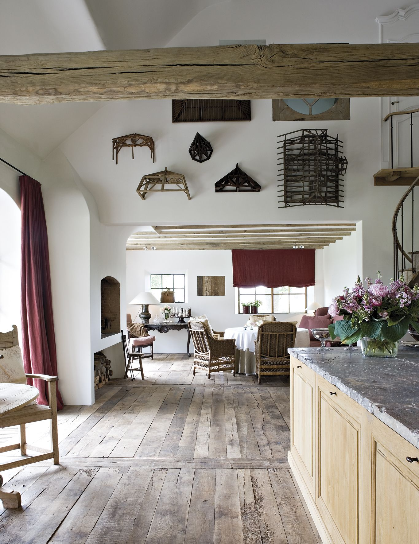 This book presents a pilation of the best houses interiors and