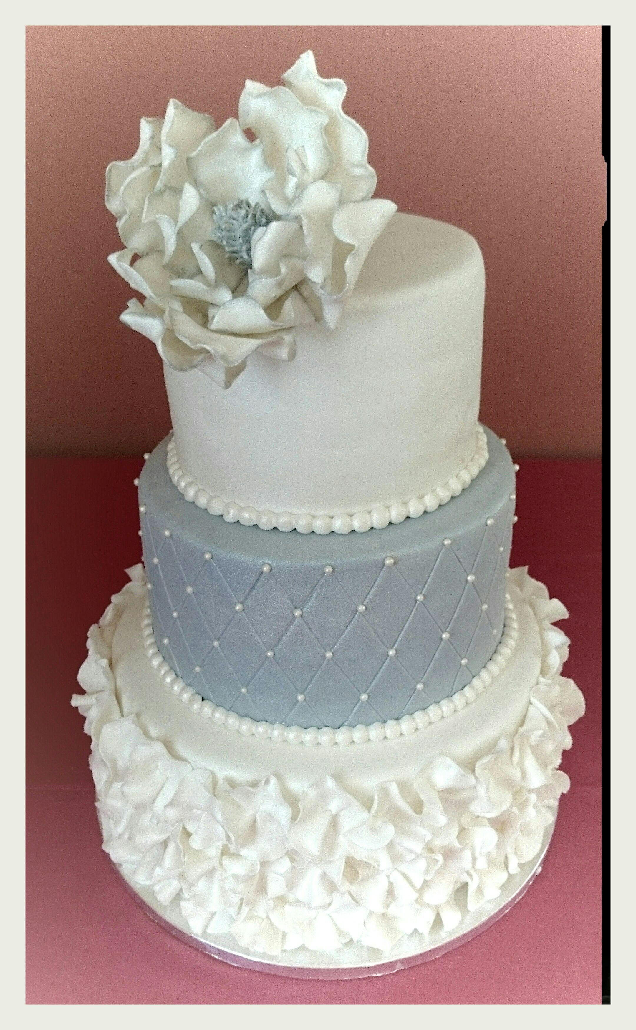 Tarta Boda de Fondant en Plata y Blanco con Magnolia. Cake ...