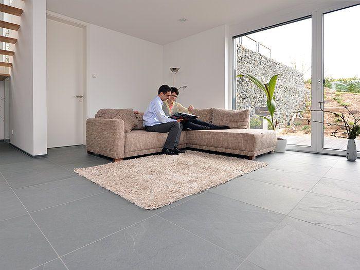 Im Grossformat 60x60cm wirken die Schieferfliesen Grey Slate - moderne wohnzimmer mit fliesen