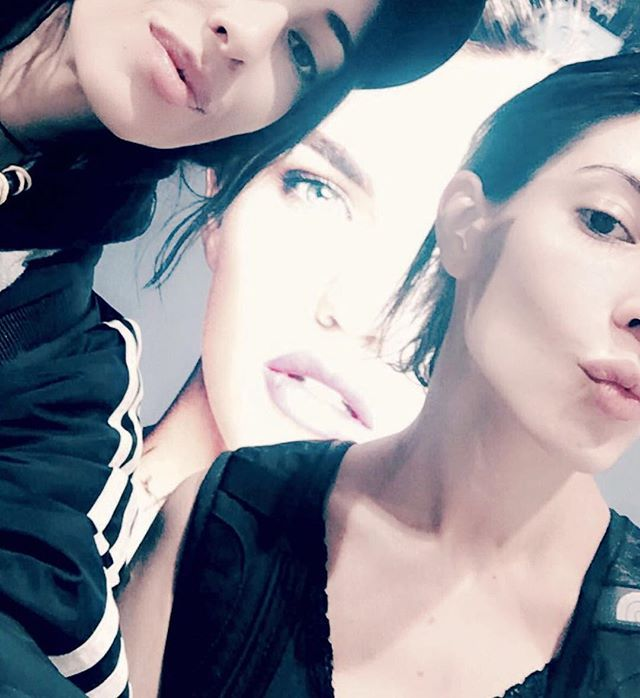 My babes  always on my side.. either side, literally.. @jessicaveronica @lisa_veronica  @urbandecaycosmetics