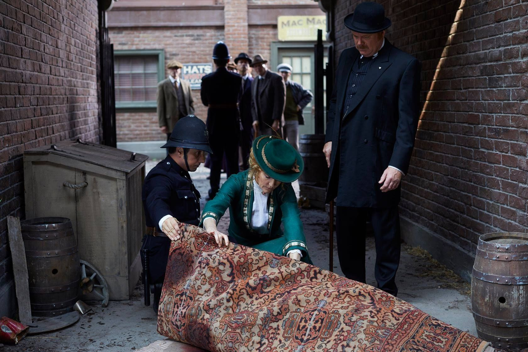 Constable Crabtree (Jonny Harris) shows Doctor Ogden (Hélène Joy) the dead body as Inspector Brackenreid (Thomas Craig) stands to the side.
