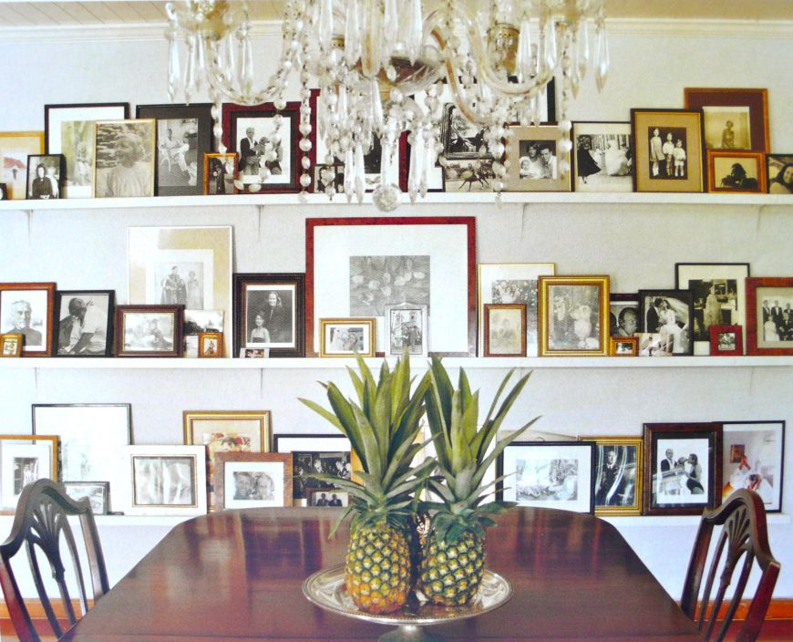India Hicks Family Photos On Ledge In Dining Roomlove Great Idea For All Of Those Duplicate