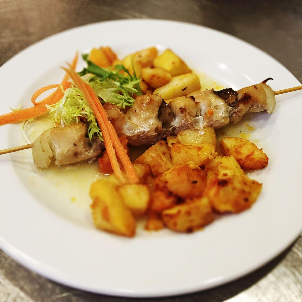 Denné menu | Reštaurácia Hotel Patriot*** Vranov - Grilovaný kurací špíz so šampiňónmi, opekané zemiaky #GrilovanyKuraciSpiz #Sampinony #OpekaneZemiaky #DenneMenuRestauraciaVranov