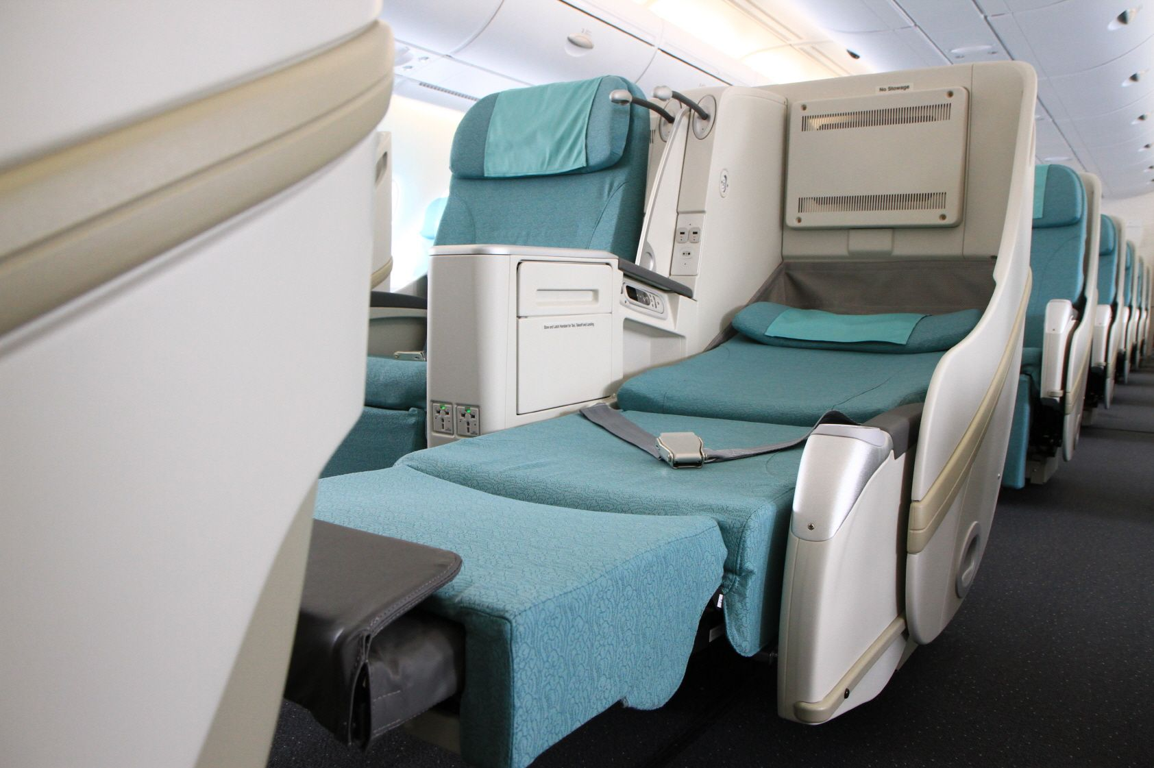 Korean Air prestige seats with privacy compartments for