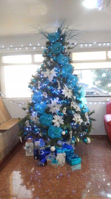 Arbol decorado en azul