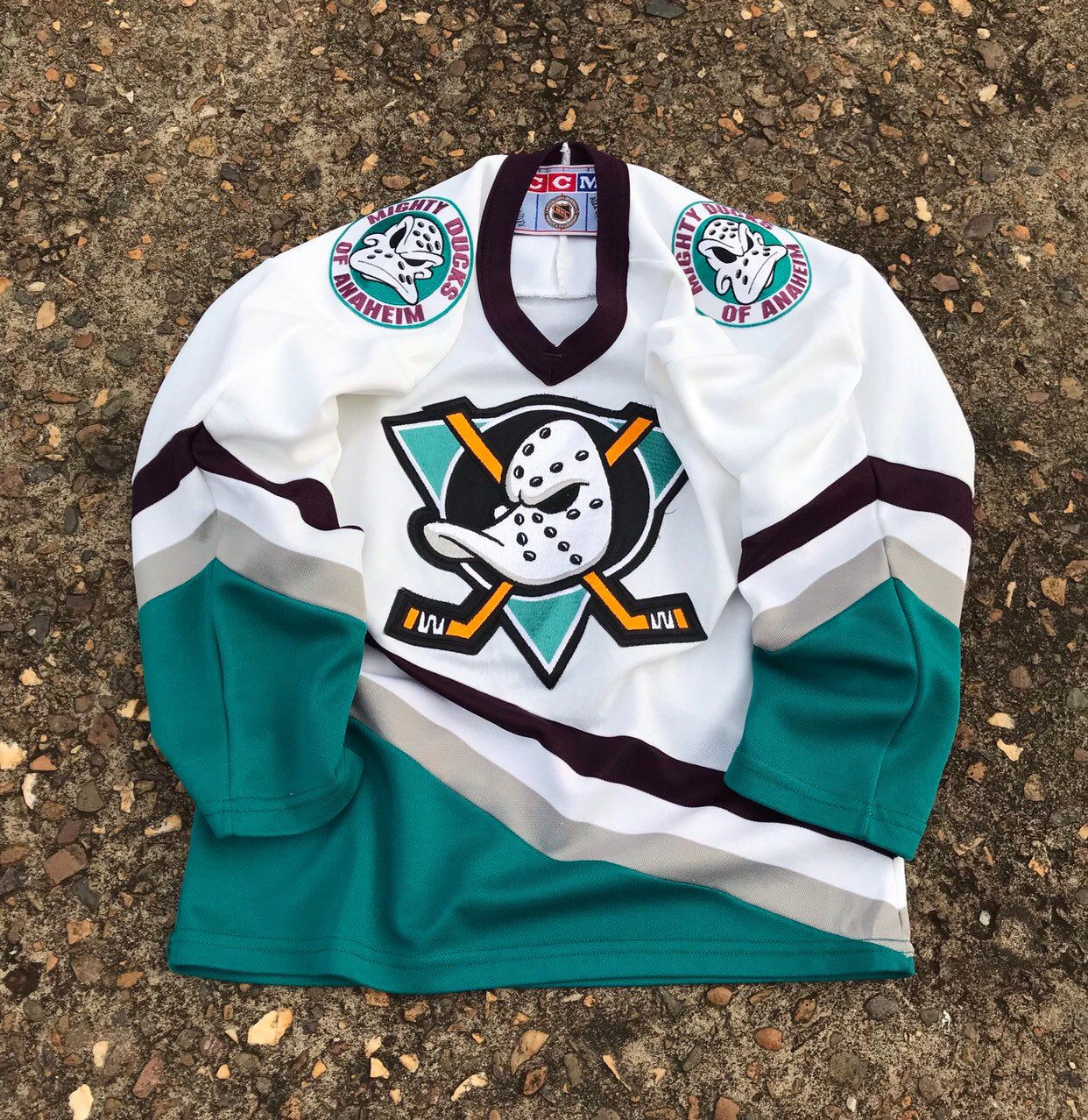 Excited To Share This Item From My Etsy Shop The Mighty Ducks Jersey Shirt Hockey Nhl White Green Size Small F Ducks Hockey Anaheim Ducks Hockey Jersey Shirt