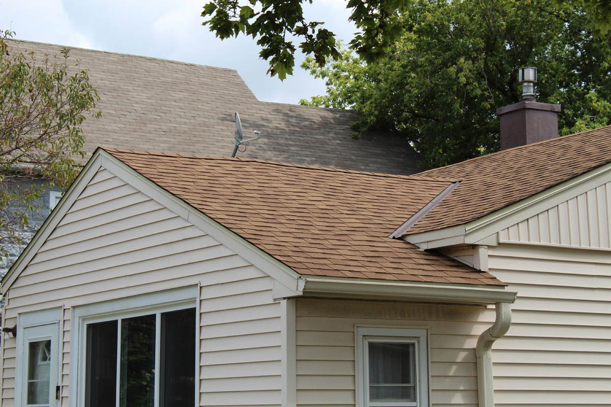 New Roof With Desert Tan Owens Corning Oakridge Asphalt Shingles In Milwaukee Wi Aluminum Roof Roof Roof Shingles