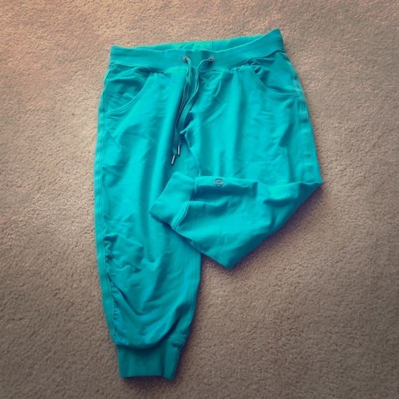 Lululemon turquoise blue cuffed joggers Lululemon turquoise blue cuffed joggers. Great condition; no pilling. Only worn once! Make me an offer 😊 lululemon athletica Pants Leggings