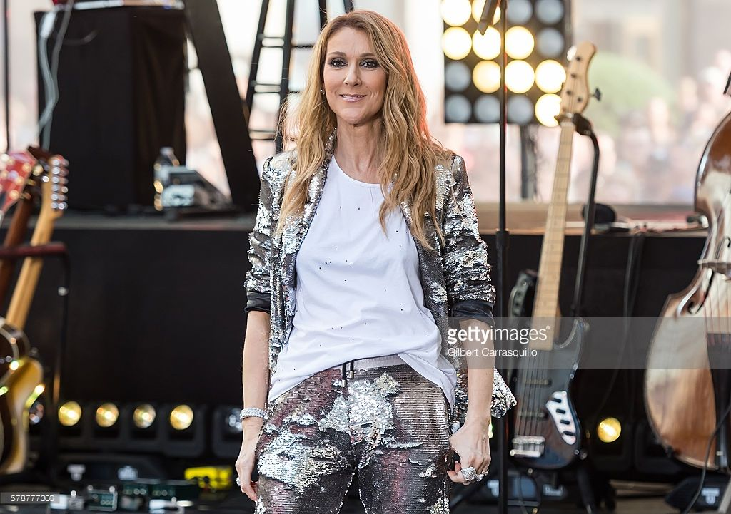 Nieuwsfoto's : Singer Celine Dion performs on NBC's 'Today' at...