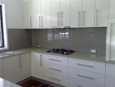 I like the grey splashback. #kitchensplashbacks