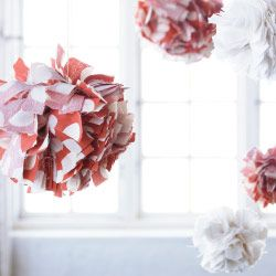 pompons en tissu pois ullgump ikea pinterest pompons en tissu pompons et tissu. Black Bedroom Furniture Sets. Home Design Ideas
