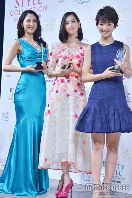 「2012年ベストビューティストアワード」を受賞した吉松育美、水原希子、剛力彩芽