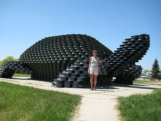 Tire Sculpture Huge Recycled Turtle Jpg 550 413 Píxeles Reuse Old Tires Old Tires Tire Art