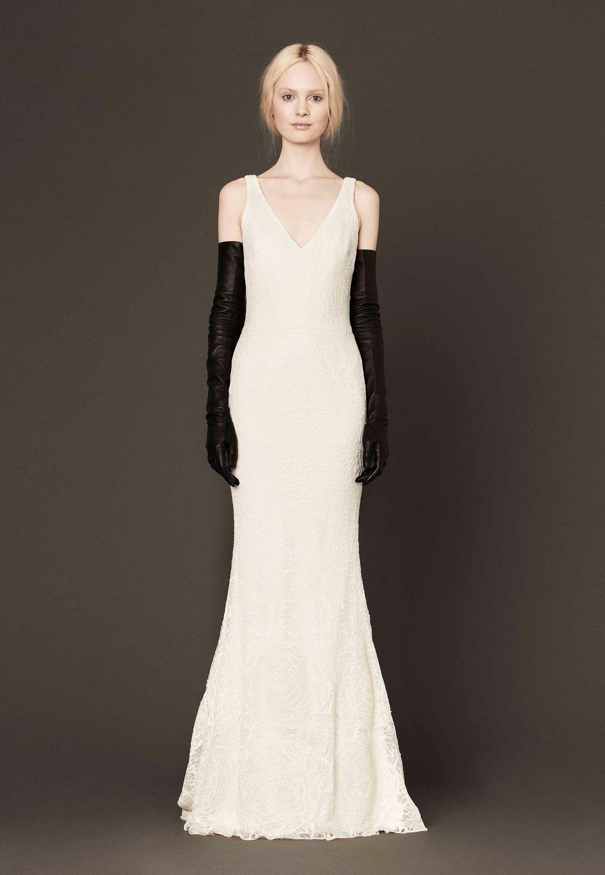Vera wang designer wedding dresses  Vera Wang Wedding Dress Preowned Mallory Mermaid Silhouette V Neck