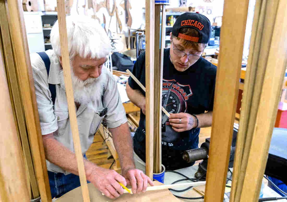 'A New Start' — In Recovery And Learning To Make Musical Instruments In Appalachia #musicalinstruments