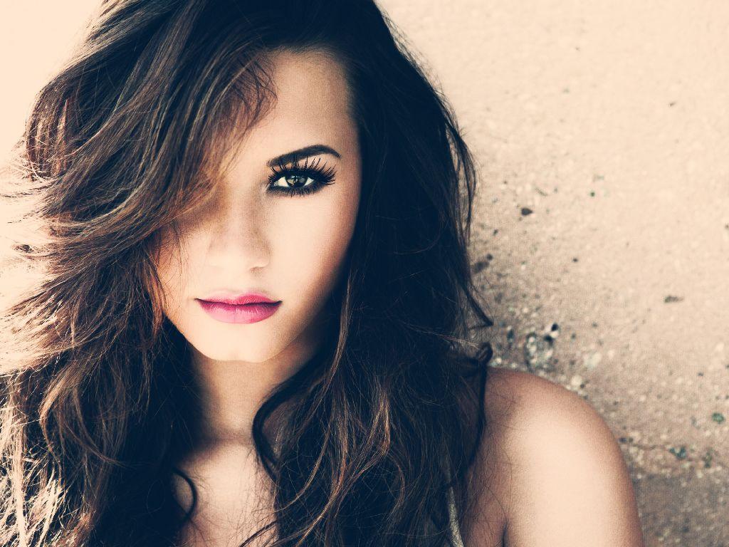Demi Lovato com uma #make liiinda, sempre destacando o olhar!