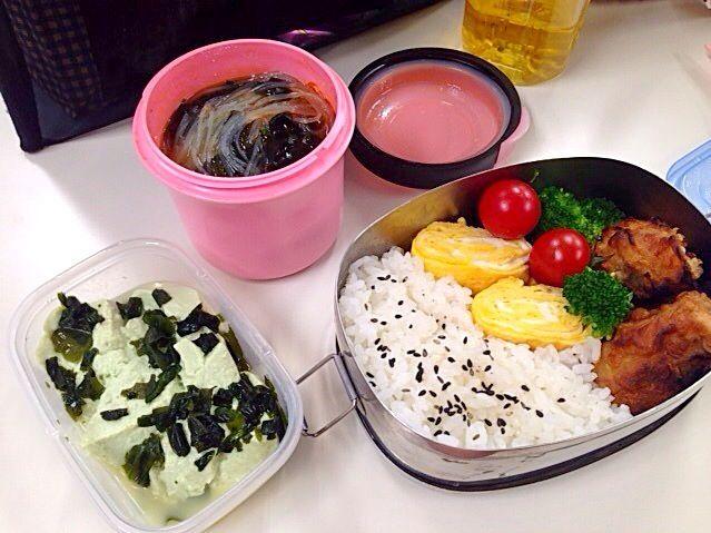 今日のランチは誰もいなくてさみしい…(´・_・`) - 25件のもぐもぐ - 春雨スープ からあげ弁当 枝豆豆腐のわかめ和え by awjmwp