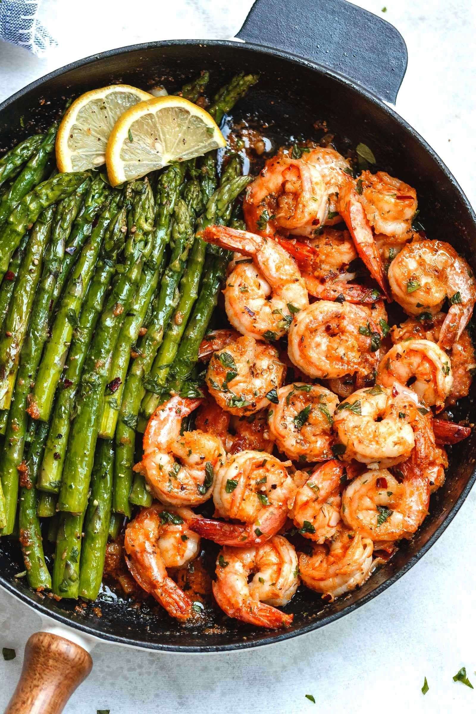 Garlic Butter Shrimp with Asparagus - So much flavor and so easy to throw together, this shrimp din