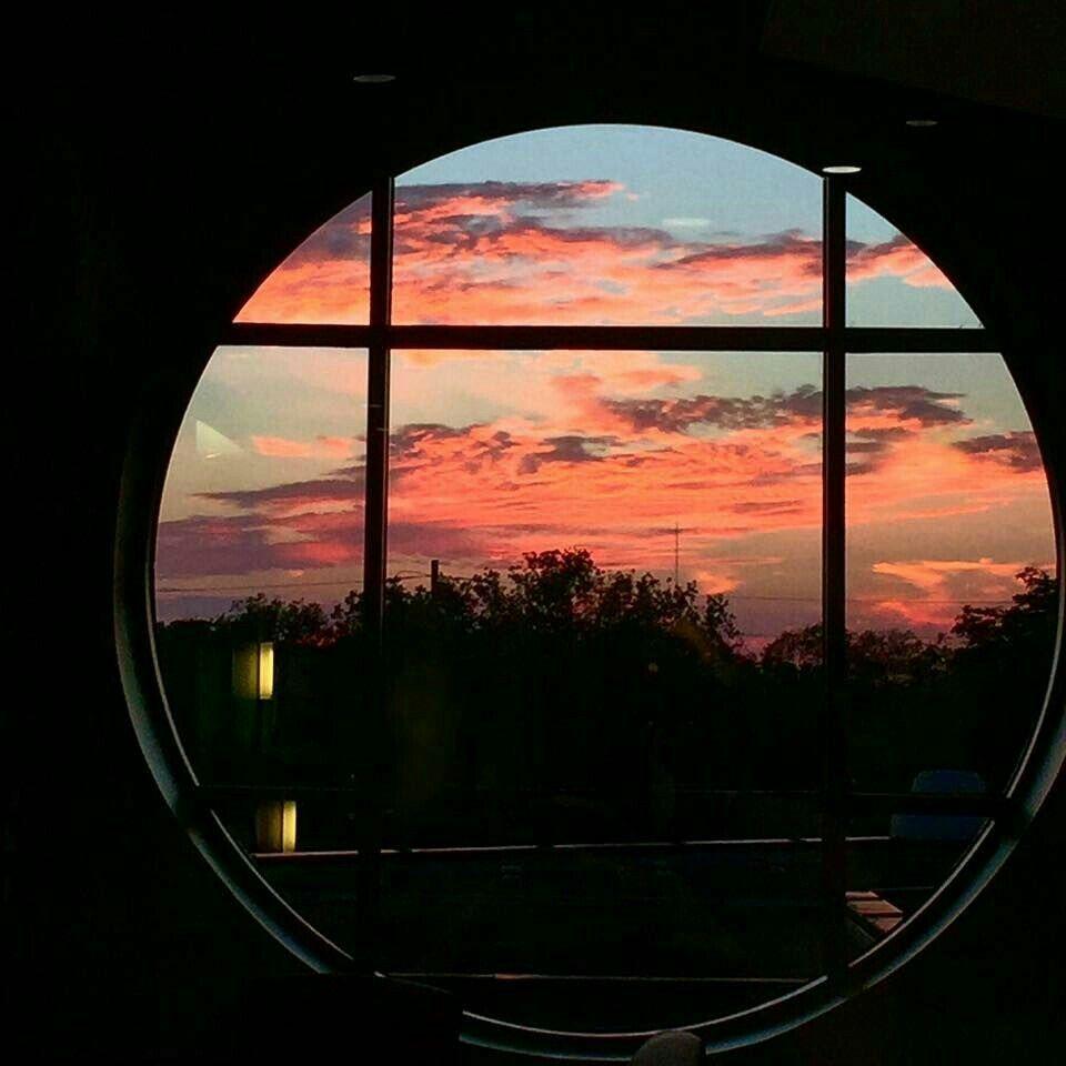 имеющейся картинки вид из окна на закате центре садовой рядом