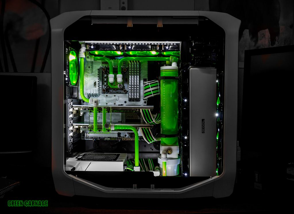 So clean looking. Beautiful cable management and liquid ...