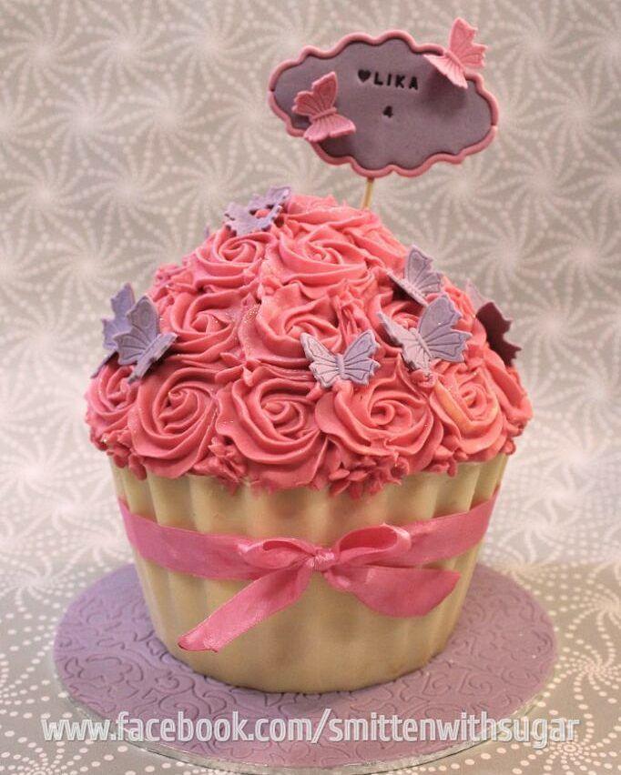 Giant cupcake cake #smittenwithsugar #glorytogod #giantcupcake #giantcupcakecake #giantcupcakecakes