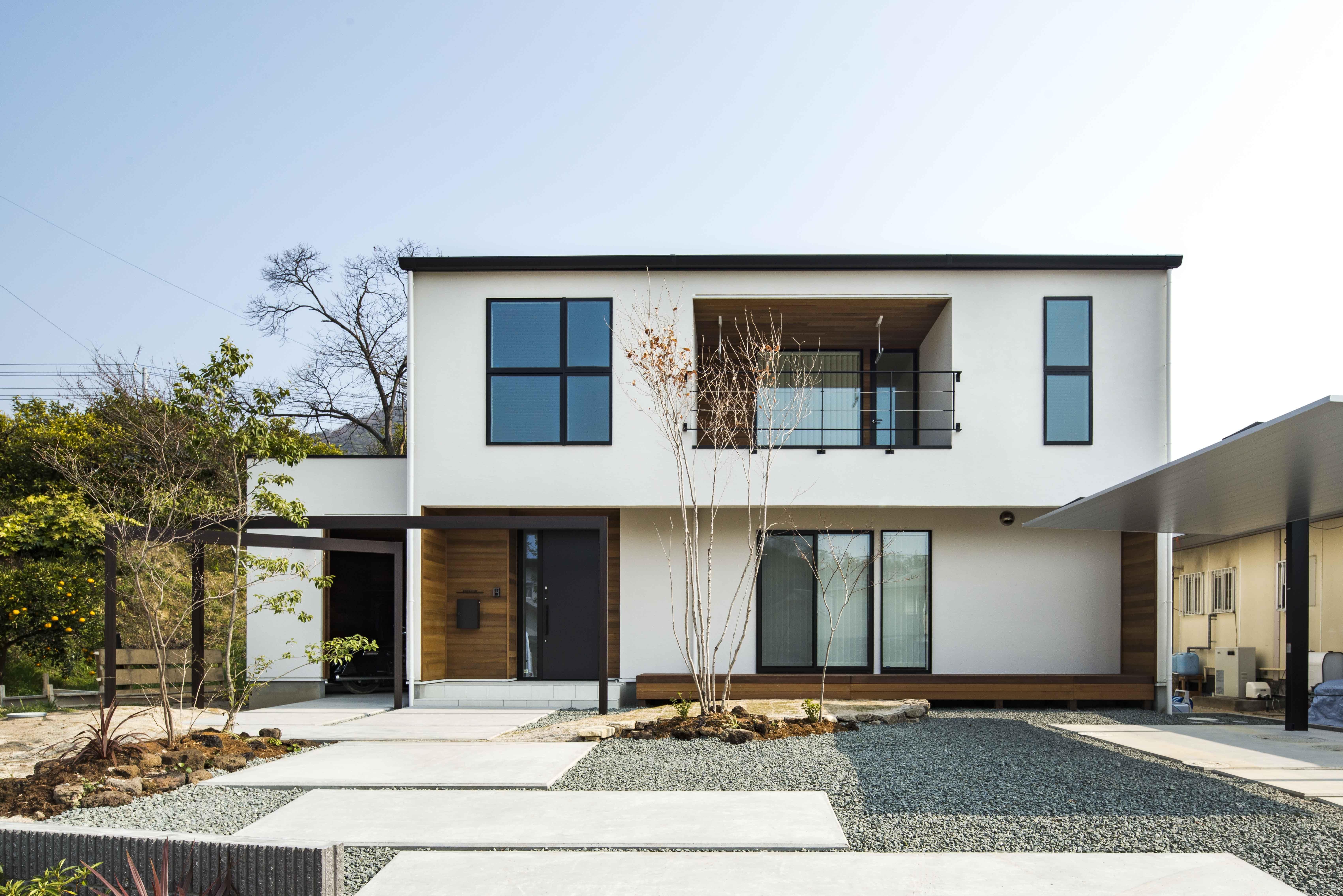 バイクガレージのある白い家 加度商の写真集 広島県尾道市 注文住宅