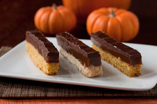 No Bake DIY Twix Bars - Click for Recipe via Daydream Kitchen