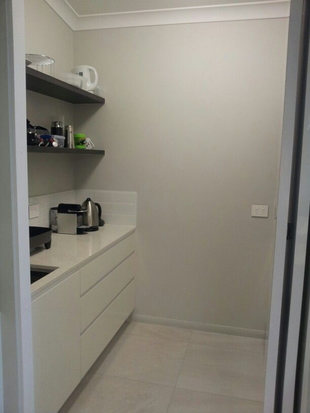 Walk in pantry with a bifold door to hide when needed. | Inspiration ...