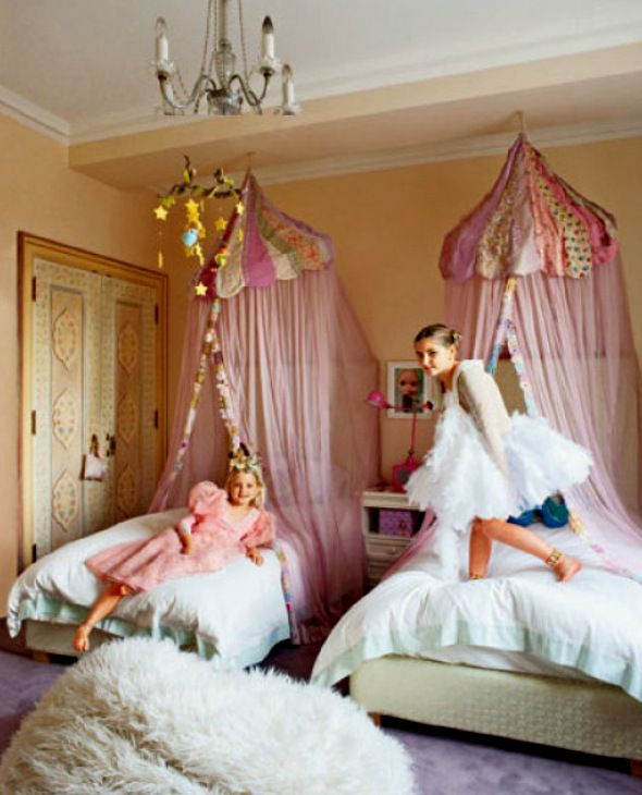Soft and pretty girls rooms with beautiful canopy beds Jayne