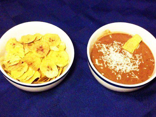 Chips de Plátanos y Salsa de Frijoles Negros - Que Rica Vida