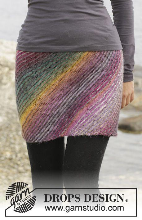 """Strikket DROPS nederdel i """"Delight"""" med retstrik og forkortede pinde. Str S-XXXL. ~ DROPS Design"""