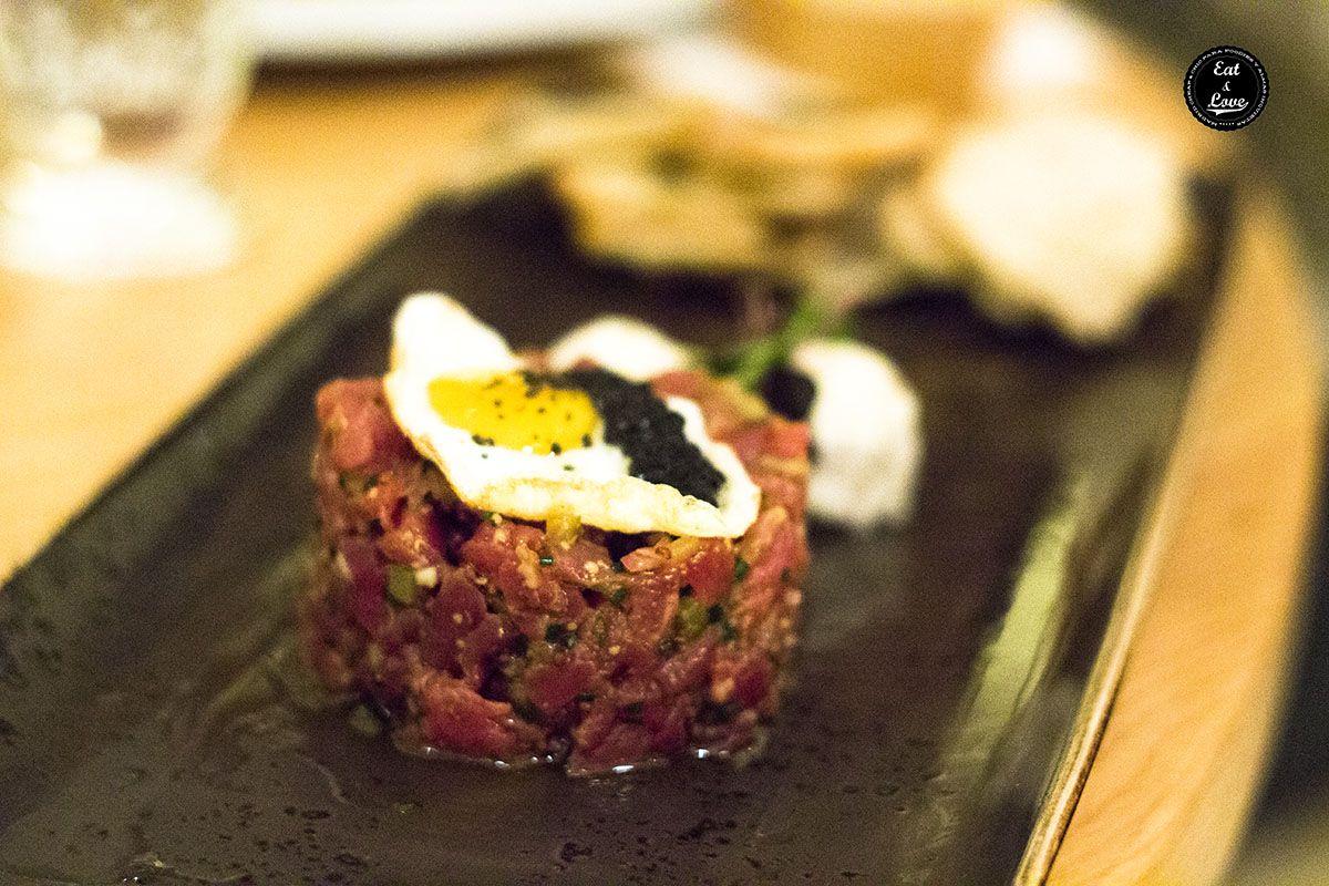 Steak tartar de solomillo con huevo de codorniz - Naia Bistro