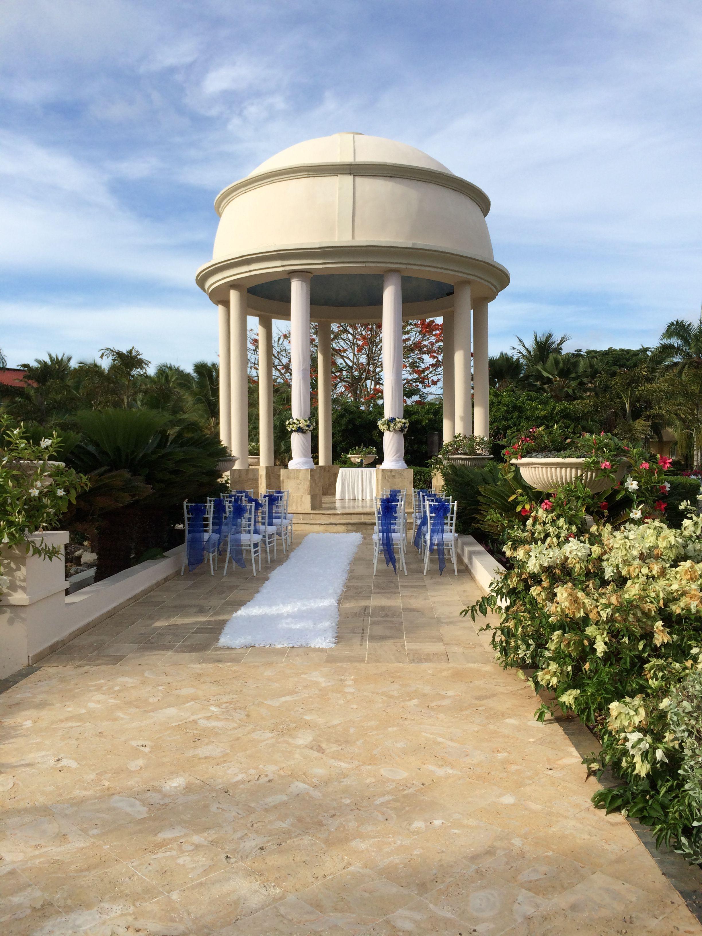 We Love This Wedding Gazebo At Dreams Punta Cana Resort Spa Destinationwedding Wedding Gazebo Puntacana Gazebo Wedding Dreams Punta Cana Dreams Resorts