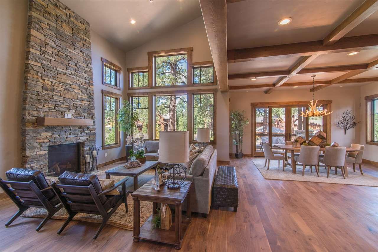 Warm And Bright Mountain Modern Great Room インテリア