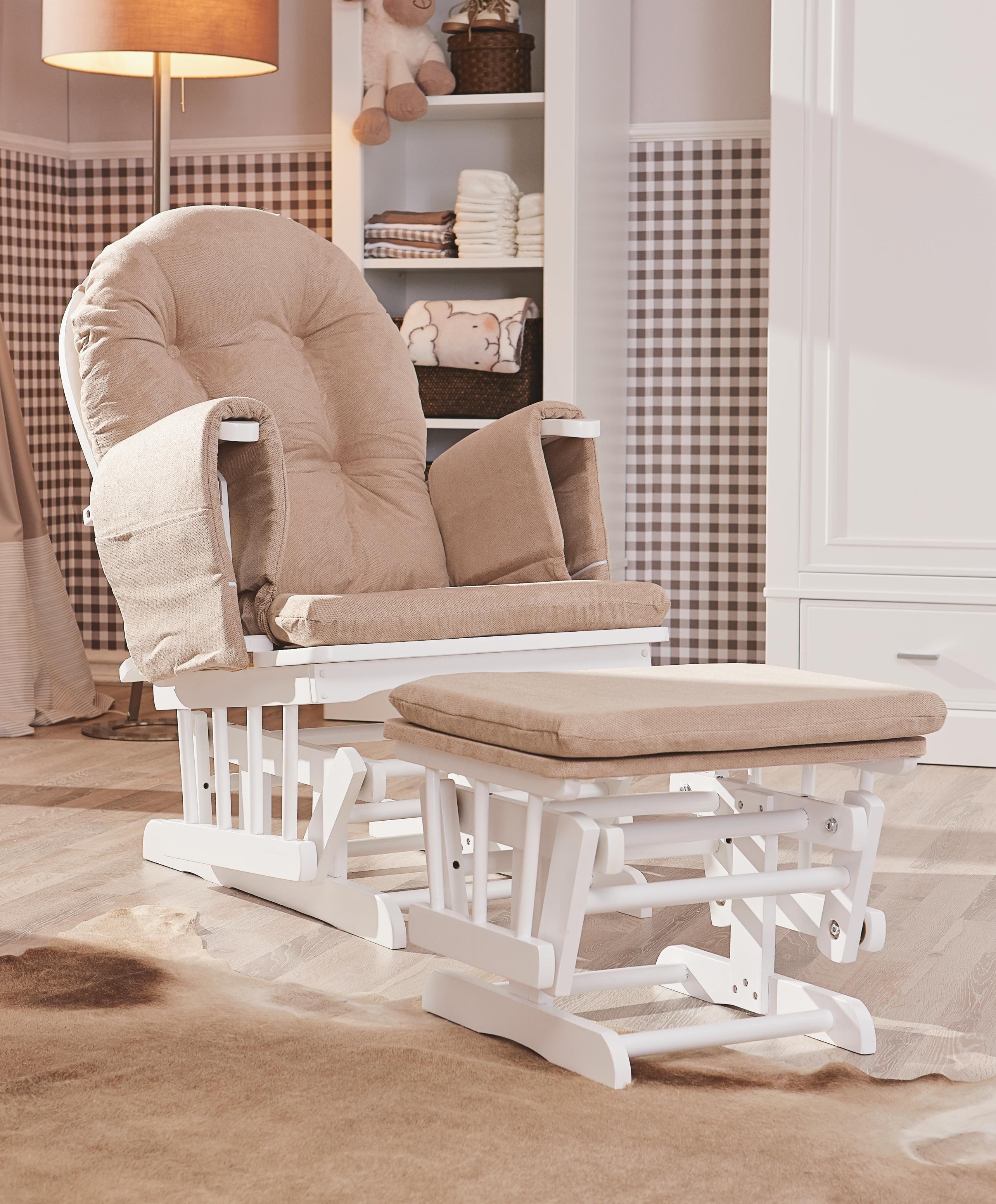 In diesem komfortablen Stillstuhl in Beige von MYBABY verschaffen ...