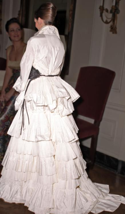 Love those tiers of taffeta. Ah, the sound of it as one walks through the room... ~ETS